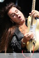 """""""Jimi Hendrix mengguncang kesadaran kami tentang bagaimana seharusnya sebuah musik rock terpaparkan. Dia memanipulasi gitar, whammy bar, studio, dan panggung,"""" ujar gitaris Rage Against the Machine Tom Morello di Rolling Stone. Morello menyebut Purple Haze dan The Star-Spangled Banner sebagai lagu pamungkas Hendrix.  Hendrix dibuntuti Eric Clapton, B.B. King, Keith Richards, Jimmy Page, dan Pete Townshend dalam daftar 10 gitaris terhebat versi Rolling Stone. Daftar tersebut disesaki ikon rock 'n' rolls selama beberapa dekade. Panel juri yang memilih daftar tersebut juga diisi musisi kawakan seperti Lenny Kravitz, Eddie Van Halen (yang juga masuk daftar di nomor 8), Brian May, serta Dan Auerbach dari The Black Keys. Selain mereka, panel juri juga termasuk penulis senior dan editor Rolling Stone.  Daftar penuh gitaris terhebat tersebut bakal tampil di edisi khusus Rolling Stone dengan empat sampul spesial terdiri dari Van Halen, Clapton, Hendrix, dan Page.Nama Hendrix berkibar setelah tampil menggemparkan saat membakar gitarnya di Monterey Pop Festival pada Juni 1967. Ia dikenal memiliki kemampuan yang luar biasa dan menciptakan suara-suara eksperimental dari gitarnya. Hendrix meninggal dunia di London pada 18 September 1970.  1. Steve Vai    """"Steve Vai"""" adalah salah satu gitaris yang pernah belajar sama Joe Satriani, dia adalah sosok gitaris yang segala bisa, beberapa aliran musik pun dia kuasai diantaranya'blues, jazz, rock, klasik dan ethnic music.  Pada tahun 1984 dia merilis album pertamanya yang berjudul""""Flex Able Laft overs"""", kemudian di album kedua steve vai keluar pada tahun 1990 judul albumnya""""Passion and Warface"""", album ketiga dengan judul""""Sex and Religion ( 1993 )"""", 2 tahun kemudian tepatnya tahun 1995 album ke empat keluar judul albumnya""""Alien Love Secre"""", setahun kemudian""""Steve Fire Garden"""" album ke-5 dia pun dirilis, Ultra Zone album ke-6 pada tahun 1999. Di tahun 2001 The Seventh Song yang  berisi lagu slow ballad sempat menjadi pujian banyak musisi, d"""