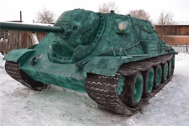 Remaja Rusia Ini Bikin Tank Ukuran Asli Dari 20 Ton Salju | liataja.com
