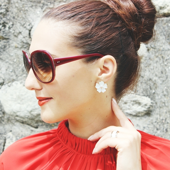 Instagram @lelazivanovic 441.Dita Supa-dupa sunglasses.Dita naocare za sunce.White flower earrings.