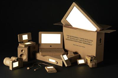 aparatos hechos con cartón reciclado