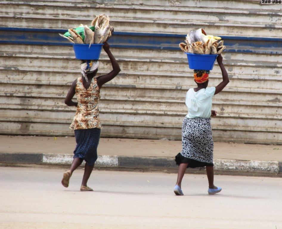 De ma fen tre en angola march 2011 for Ouvrir fenetre dos