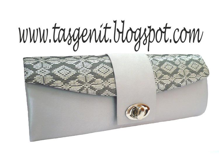 Tas Pesta Clutch Bag Songket warna silver untuk tampilan special ke pesta  resepsi. Tas pesta terbuat dari kain songket Bali silver dengan kunci putar  di ... 677d921a0e