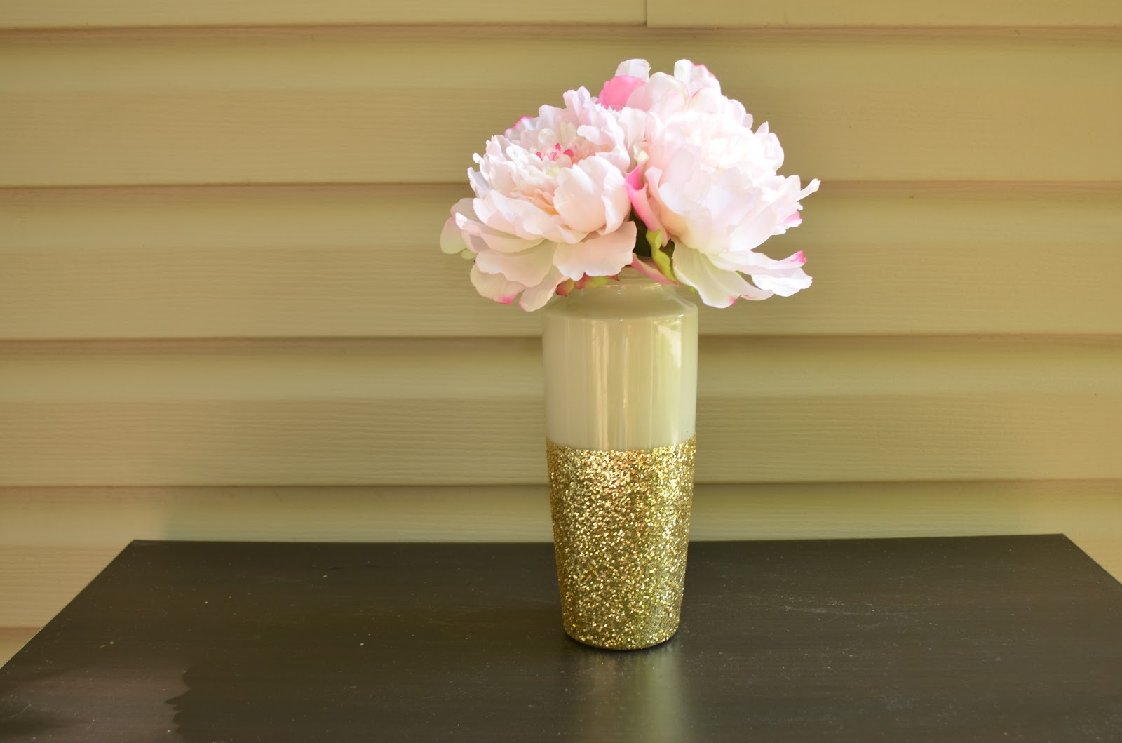 Stella lane designs gold dipped vase 2 ways once the inside of my vases were good and dry i taped them off like this reviewsmspy