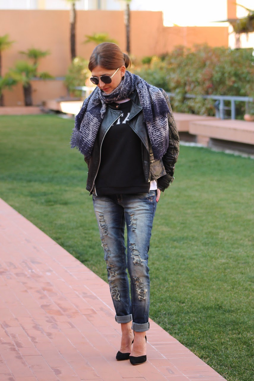 Look con stiletos y jeans Carmen Hummer
