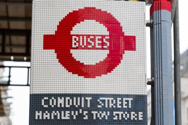Ponto de ônibus Lego - Londres