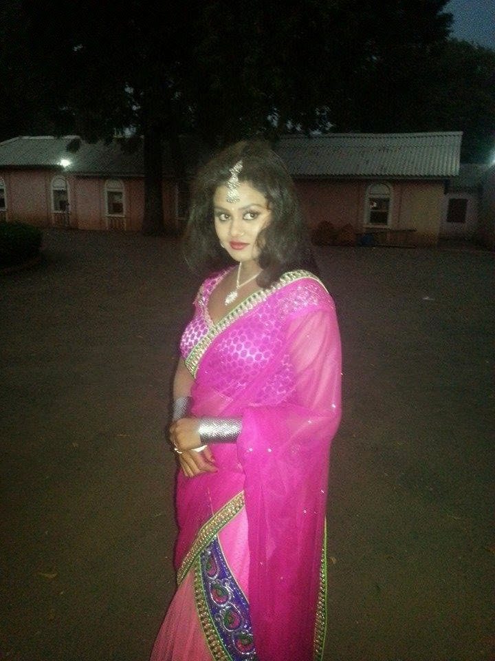 Bhojpuri  Actress Tanushree chatterjee in Pink Sharee HD Wallpapers