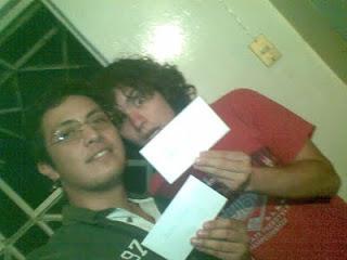 David y yo con nuestras cartas