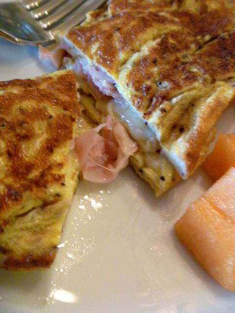 how to make a ham egg and cheese omelet