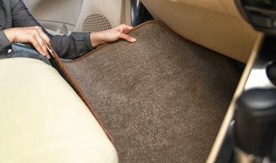 tips membersihkan karpet mobil