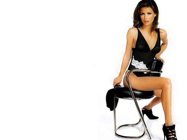 Model Josie Maran - Lingerie Fashion
