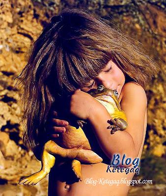 Gadis yang suka berkawan dengan haiwan liar di Afrika