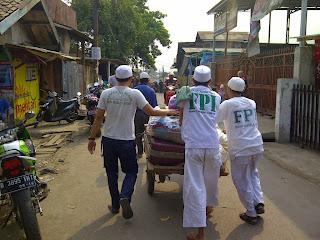 Kiprah FPI membantu warga (foto Kaskus)