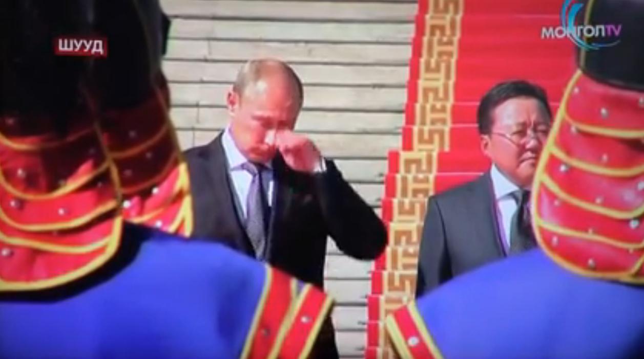"""ما سر بكاء الرئيس الروسي """"بوتين""""؟ ... شاهد الفيديو"""
