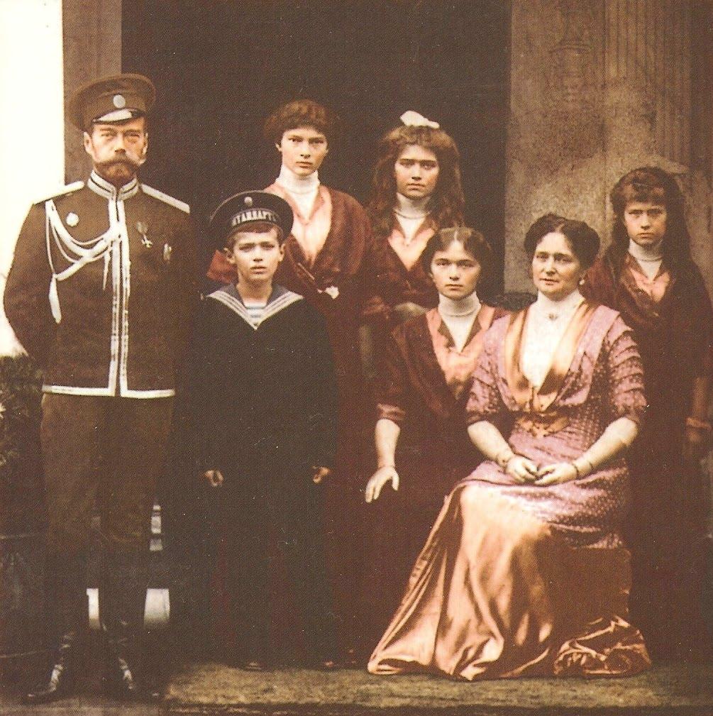 http://2.bp.blogspot.com/-AOY0CxJDG3Q/UCQ-YfP6rPI/AAAAAAAAVEU/aG3W3mobOHw/s1600/Romanovs1915.jpg