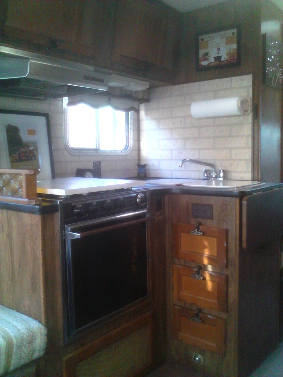 My Vintage 1978 Georgie Boy Swinger Executive Lounge Motorhome Duo Therm Thermostat Wiring Diagram 1979 Nu Wa Note In This Picture The Propane Gage Located Built Directly On Counter Top Clearly Within Eye Range Also Impeccable Condition Of