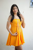 actress pragathi hot photos in yellow-thumbnail-18