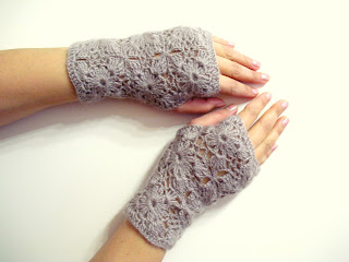 Fingerless Gloves Crochet Pattern: Long Lace Shells Wrist