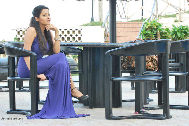 Madhavi Kaushalya Sri Lankan Hot Model and TV Presenter Latest Photo Shoot Gallery navel show