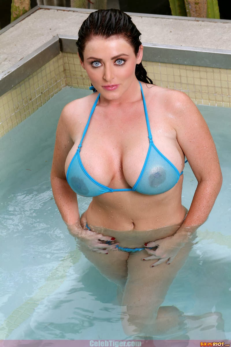 Busty+Babe+Sophie+Dee+Wet+In+Pool+Taking+Off+Her+Blue+Bikini+Posing+Naked www.CelebTiger.com 2 Busty Babe Sophie Dee Wet In Pool Taking Off Her Blue Bikini Posing Naked HQ Photos