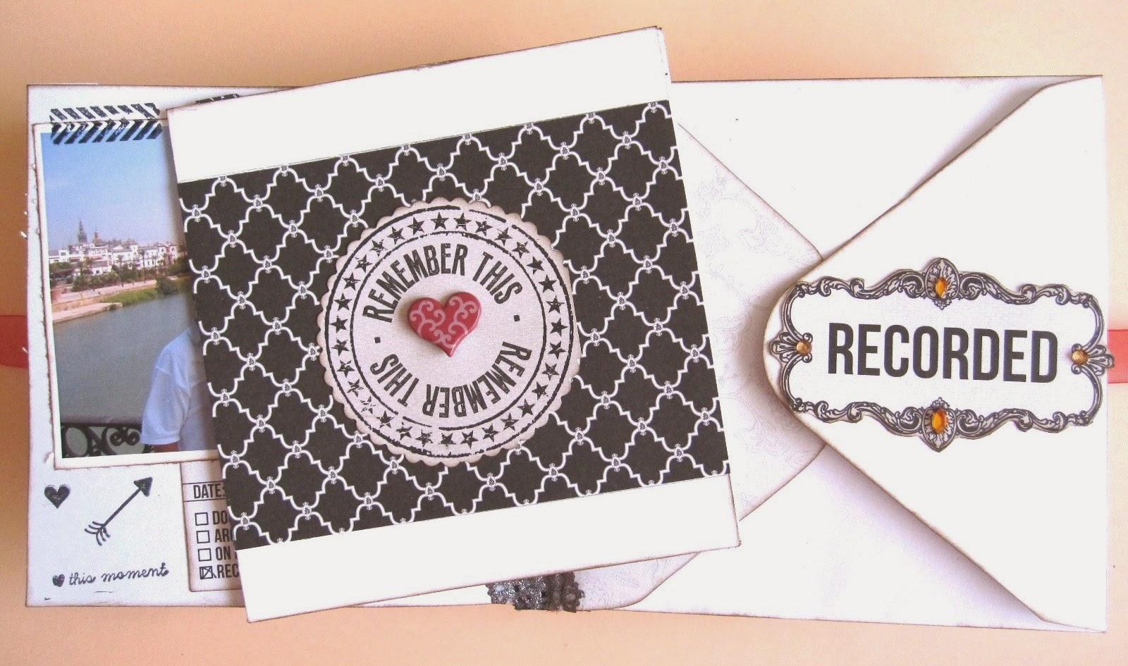 foto 8 decoración interior LOVE mini-album con portada tarjeta tríptico decorada con papel decorado en blanco y negro con un brad en forma de corazón en el centro