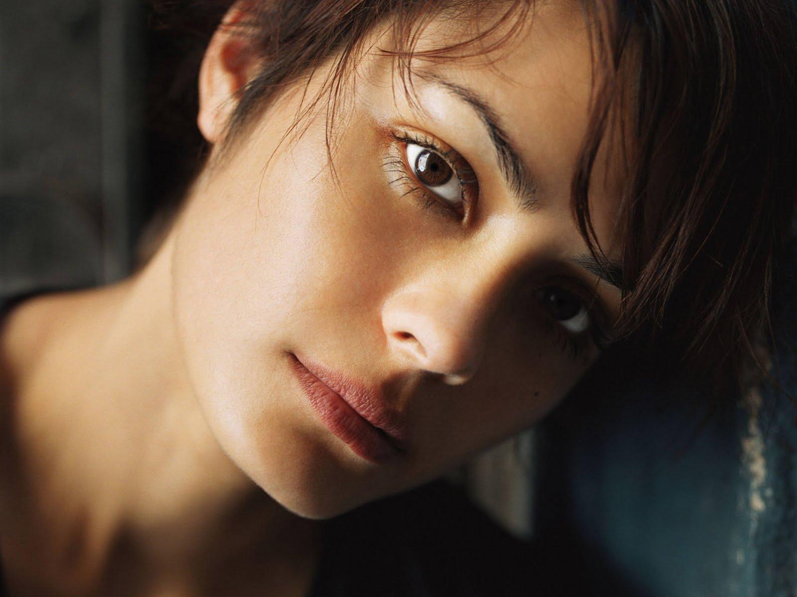 http://2.bp.blogspot.com/-APylB8BnT7s/TjMtE5m88aI/AAAAAAAAAI8/7UnhanydPEg/s1600/shannyn-sossamon-beautiful-face.jpg