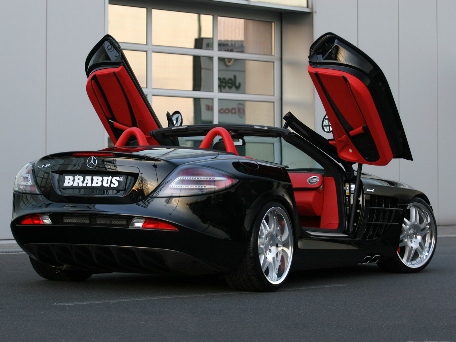 http://2.bp.blogspot.com/-AQ0uNcW-D3U/T47UBztXWuI/AAAAAAAAAI4/COA-zkxyF6k/s1600/brabus_mercedes-benz_slr_mclaren_roadster_2.jpg