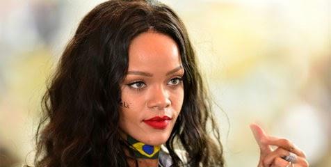 Berita Bola Rihanna Ingin Beli Liverpool