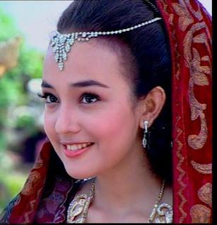 ... Griffiths Anna pemeran Nani Ratih dalam drama kolosal Tutur Tinular