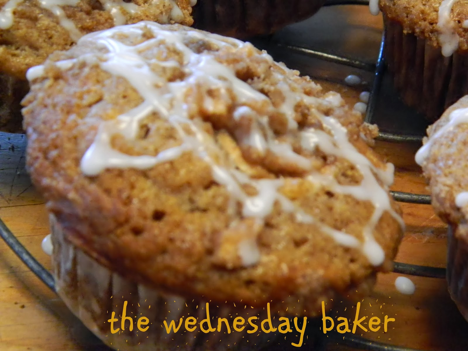 The Wednesday Baker: APPLE CINNAMON CRUMB MUFFINS