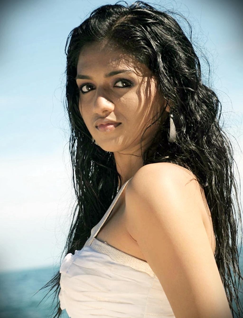 http://2.bp.blogspot.com/-AQmScdNIttc/TvueBF-kEEI/AAAAAAAAF1Q/VOjl9Hga6Fc/s1600/sunainahotphotos02.jpg