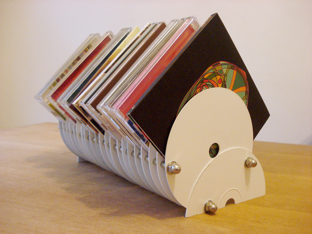 VOQ? nothing is lost, everything is transformed: Porta-CDs feito com discos / CD stand made from old CDs