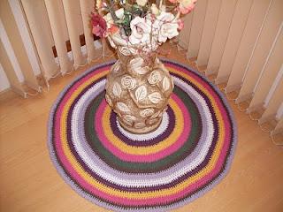 Tapete de crochê colorido para sala