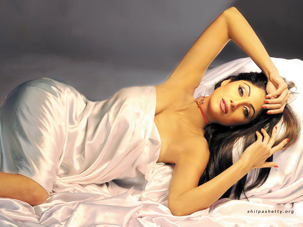 http://2.bp.blogspot.com/-AROtF7fhtNg/TgqJeFY3T8I/AAAAAAAACCU/X3YJygZwEjk/s1600/Shilpa+Shetty+Hot+Wallpapers++Gallary+28.jpg
