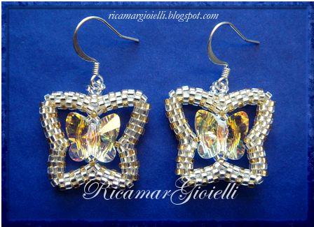orecchini a farfalla realizzati in peyote