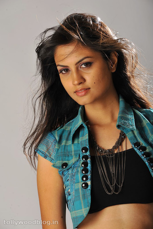 Madhulika Hot Photos navel show