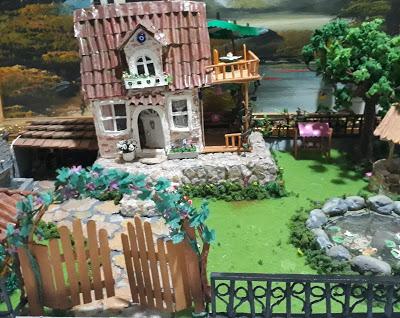 Minyatür Ev ve Bahçe