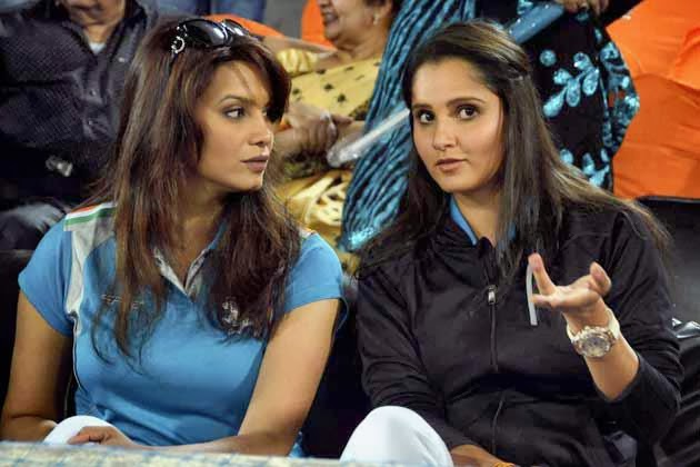 sania mirza watching IPL match at hyderabad