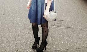 modelo de vestido jeans com meia estampada - dicas e fotos