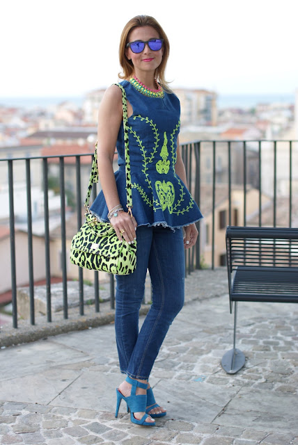 Zara capri jeans, occhiali a specchio blu, Miss Sicily green bag, mini Miss Sicily, Dolce & Gabbana Miss Sicily, Fashion and Cookies