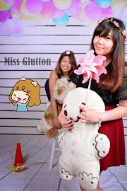 ♥ The Glutton / Blog Owner ♥