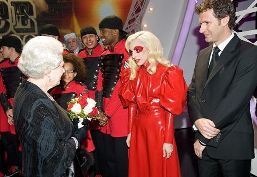 Lady Gaga En La Memoria De La Reina Isabel Haus Of The