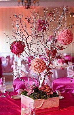 Centro de mesa con ramas decoradas con esferas de flores - Ramas decoradas ...
