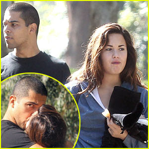 taylor lautner and selena gomez dating 2011