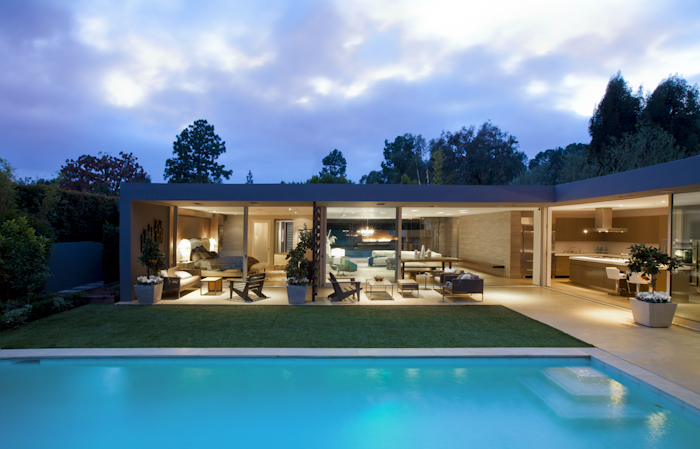 Swimming pool in Beautiful Modern Home by Shubin + Donaldson Architects