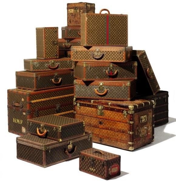 me encanta la decoracin con bales y maletas antiguas de los que desprenden historia por sus cuatro costados y si son de lv mejor
