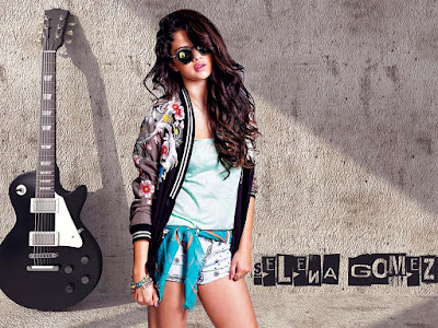 Selena Gomez Stylish Wallpaper
