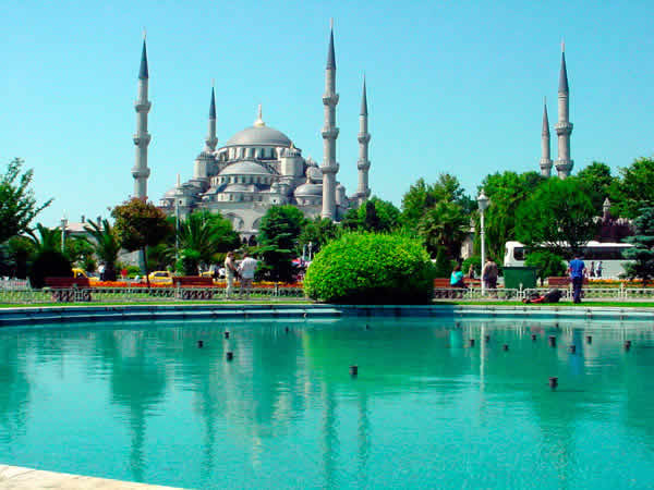 Blue mosque istanbul in turkey luxury places for Blue istanbul hotel taksim