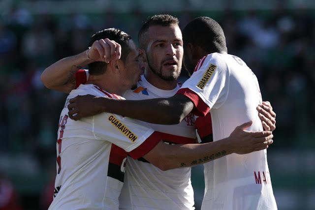 Gol de Canteros (centro), aos 32, criou vantagem que Mengão administraria até o fim (Foto: Márcio Cunha/Mafalda Press/Gazeta Press)