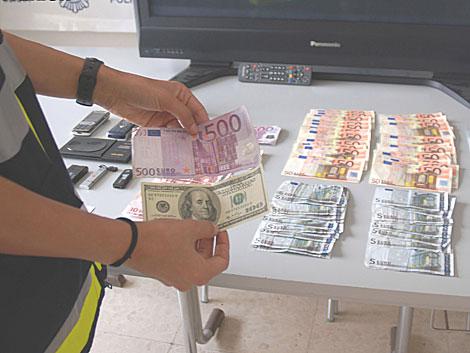 Que significa soñar con dinero falso