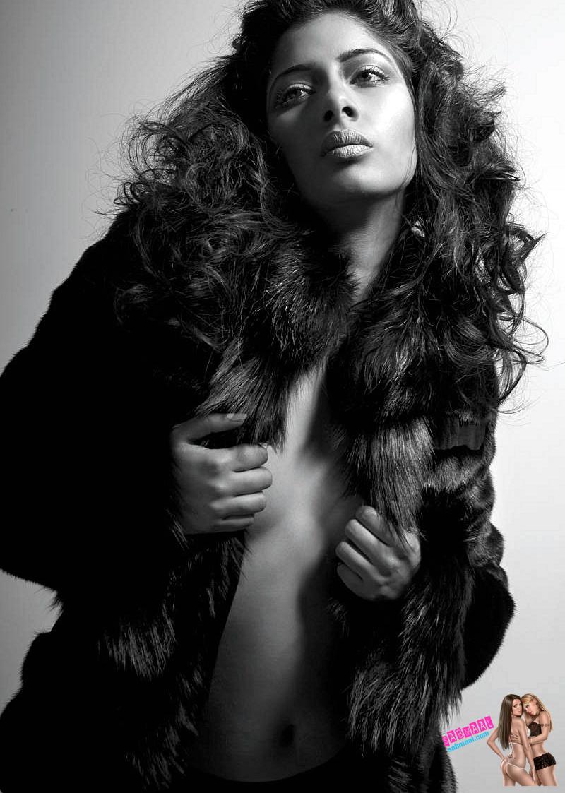 6 Niharica Raizada Topless Bra And Panty Photos